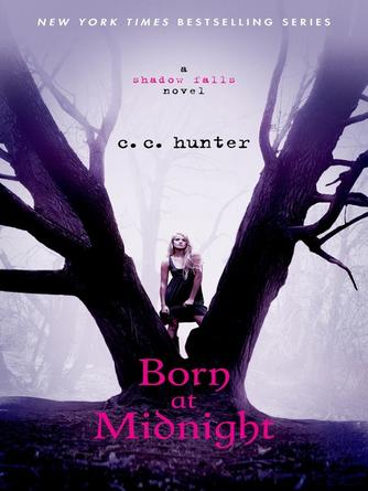 C. C. Hunter: Born at midnight : Shadow Falls Series, Book 1