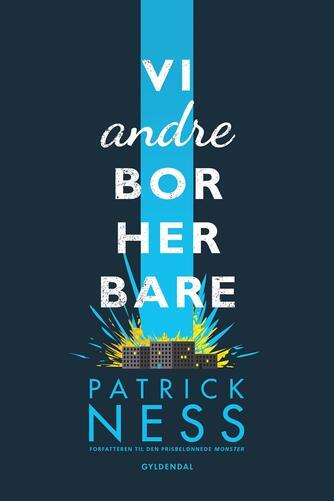 Patrick Ness: Vi andre bor her bare